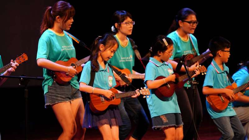 音樂會邀請失智友善志工團烏克麗麗彈唱。 (圖/徐炳文攝)