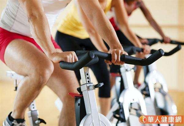 有效的瘦身方式,建議採用70%的「飲食控制」加上30%「運動鍛鍊」。(圖/華人健康網提供)