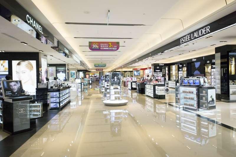 【圖說四】匯集全球知名香水化妝品,不用出國就能一站購足