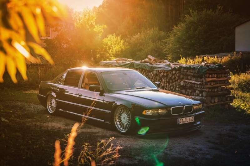 BMW從戰後衰弱中重生,是賀伯特家族全力改造的結果,也見證匡特一家兩房的和平分家(圖片來源:familyofficehub)