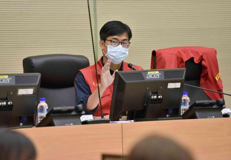 陳其邁主持因應「嚴重特殊傳染性肺炎」第37次應變會議,會中針對國內防疫他提示兩大重點守護市民健康。(圖/徐炳文攝)