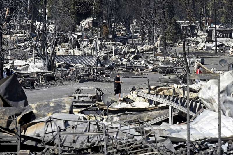 美國奧勒岡州大火蔓延,無數社區被整片燒成灰燼。(AP)