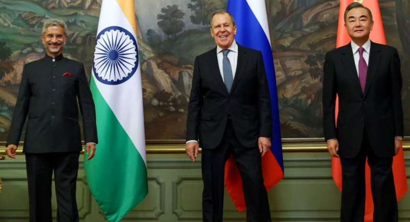 俄中印三國外長:蘇傑生、拉夫羅夫、王毅。(俄羅斯外交部)
