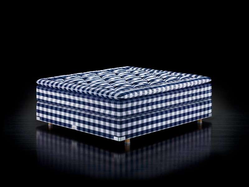 圖三、典皇室御用品牌Hästens旗下的頂級床款Vividus,至少要排隊九個月才能夠躺到。(圖/Hästens粉絲頁)
