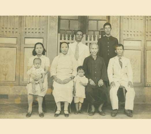 20200915-1943年,已故前總統李登輝前往日本就讀京都帝國大學前全家合影。(取自總統府)