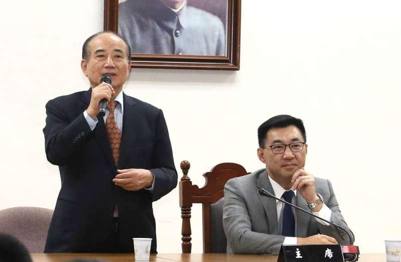 王金平(左)不把破局責任怪罪在江啟臣(右)身上,黨主席選戰支持江的可能性仍高。(柯承惠攝)