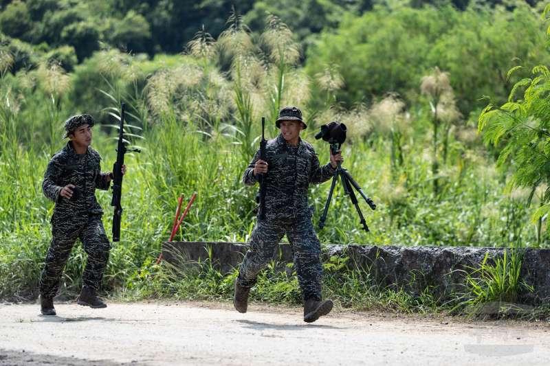 20200916-陸戰隊兩棲偵搜大隊偵搜中隊狙擊手與觀測手。(取自軍聞社)
