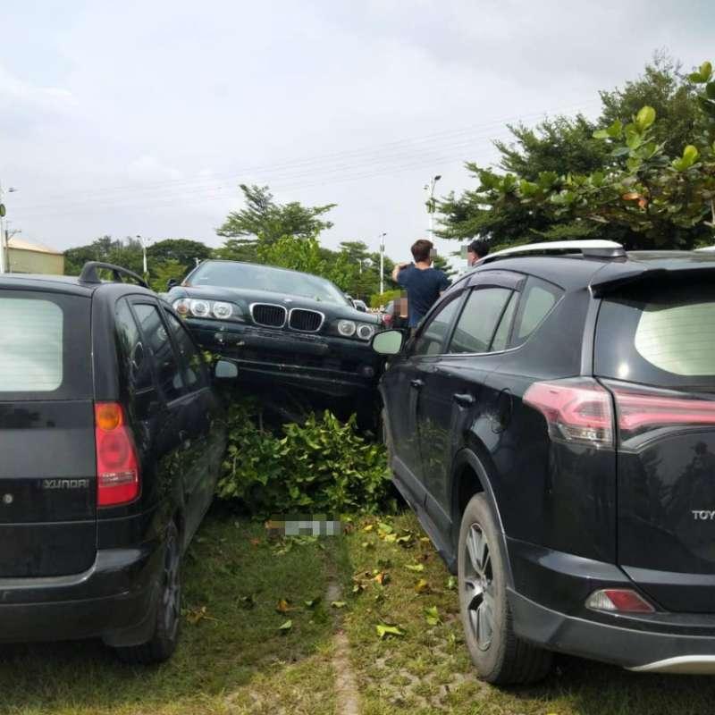 對方車子被撞到嚴重變形,卻只有保強制險。(圖/好險網提供)