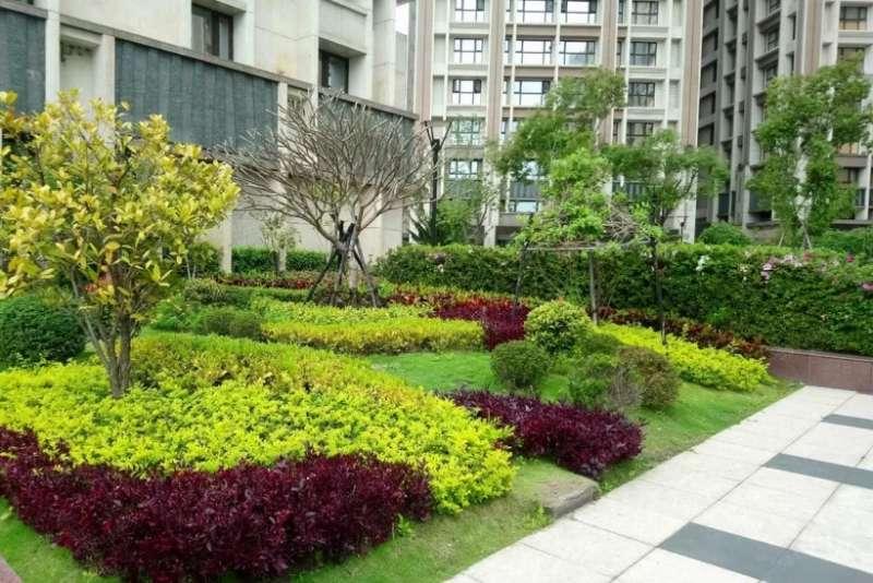 為了綠化社區,不少建案會在中庭或是頂樓處規劃大量植栽。(圖/591房屋交易網提供)