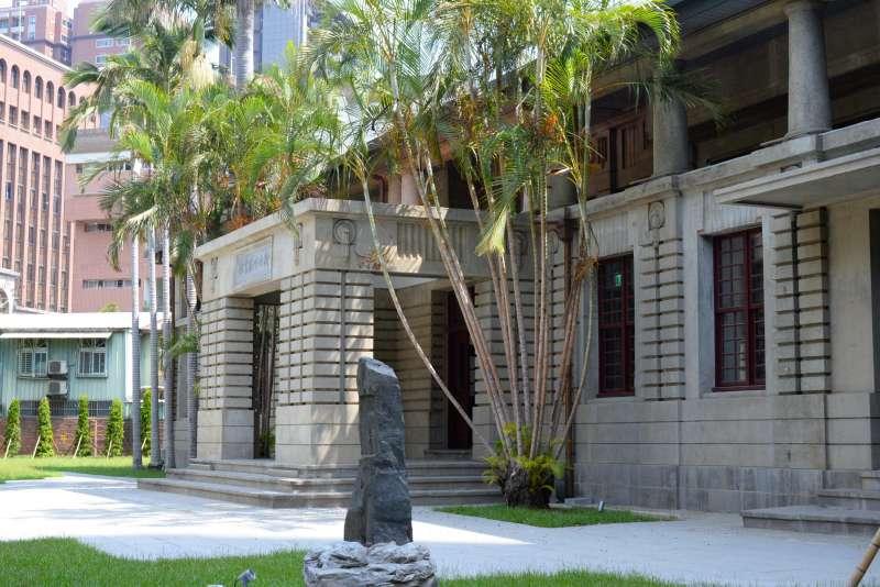 私有古蹟活化的新竹州圖書館,充滿50、60歲新竹人的回憶。(楊雋珩攝)