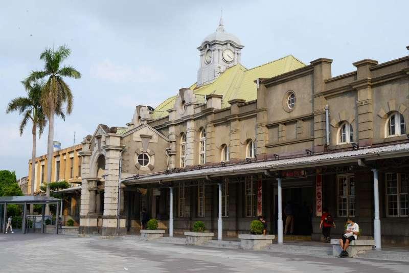 新竹火車站建築兼有巴洛克風格與德式歌德風,長久以來一直是新竹市地標。(楊雋珩攝)