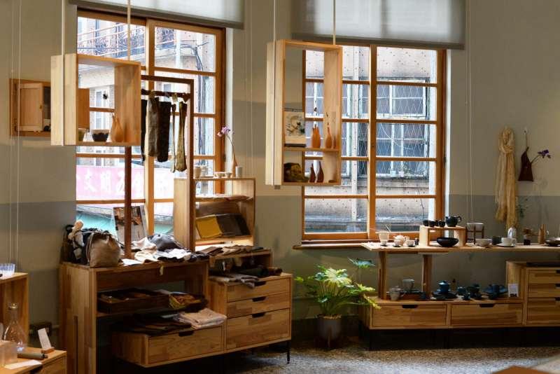 或者工藝櫥窗結合工藝、展覽、飲食空間,是連結地方社群的文化交流平台。(楊雋珩攝)