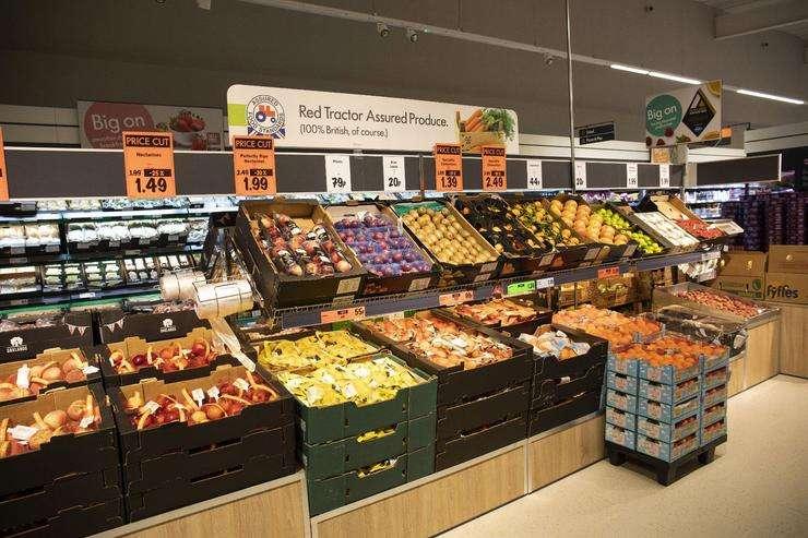 直接用箱子疊起來的蔬果區,很容易換置品項。(圖/方格子 Vocus提供)