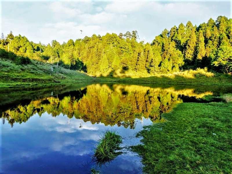 高山湖泊景點推薦-加羅湖。(圖/Tripbaa趣吧!自由行專家)