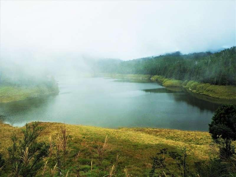 高山湖泊景點推薦-翠峰湖。(圖/Tripbaa趣吧!自由行專家)