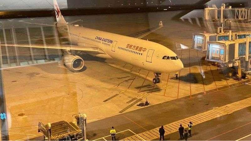 2020年2月3日晚間,200多名台灣人搭乘中國東方航空包機返台。(BBC News中文)