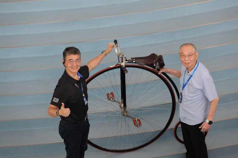 巨大集團創辦人劉金標(右)打造該館的初心,是要讓世界想到自行車就想到台灣。(自行車文化探索館提供)