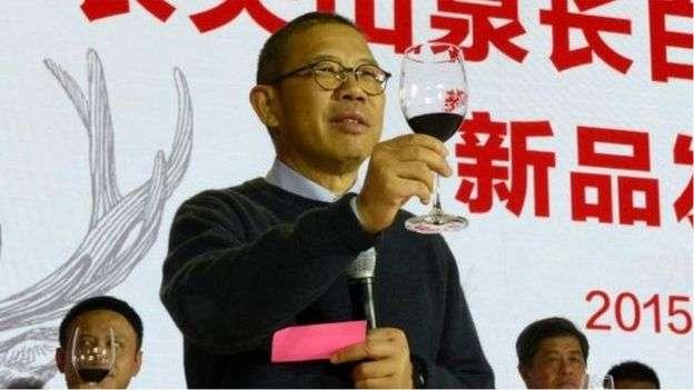 鐘睒睒1996年創立農夫山泉。(圖/BBC News 中文提供)