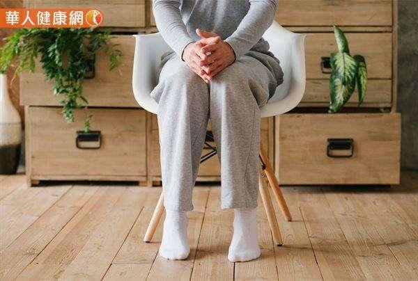 抖腳的第二種功效,是改善下肢的血液循環。(圖/華人健康網)