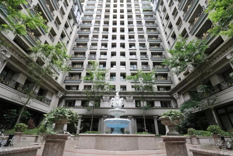 若想在大樓陽台加裝門窗,得依據公寓大廈管理條例第8條規定。(圖/591房屋交易網提供)