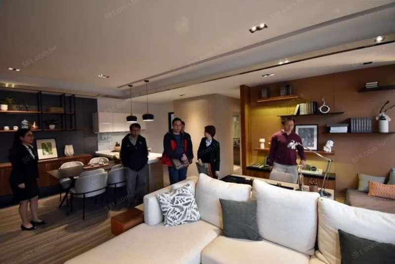 客廳是家中最常活動的區域,民眾在看樣品屋時應留意,面積最好至少要有3.5坪的空間。(圖/591房屋交易網提供)
