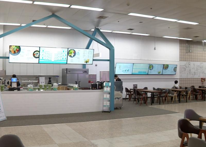 Metro Farm附設的咖啡廳蔬菜新鮮直送,不再有額外的運輸費用。(圖/食力foodNEXT提供)