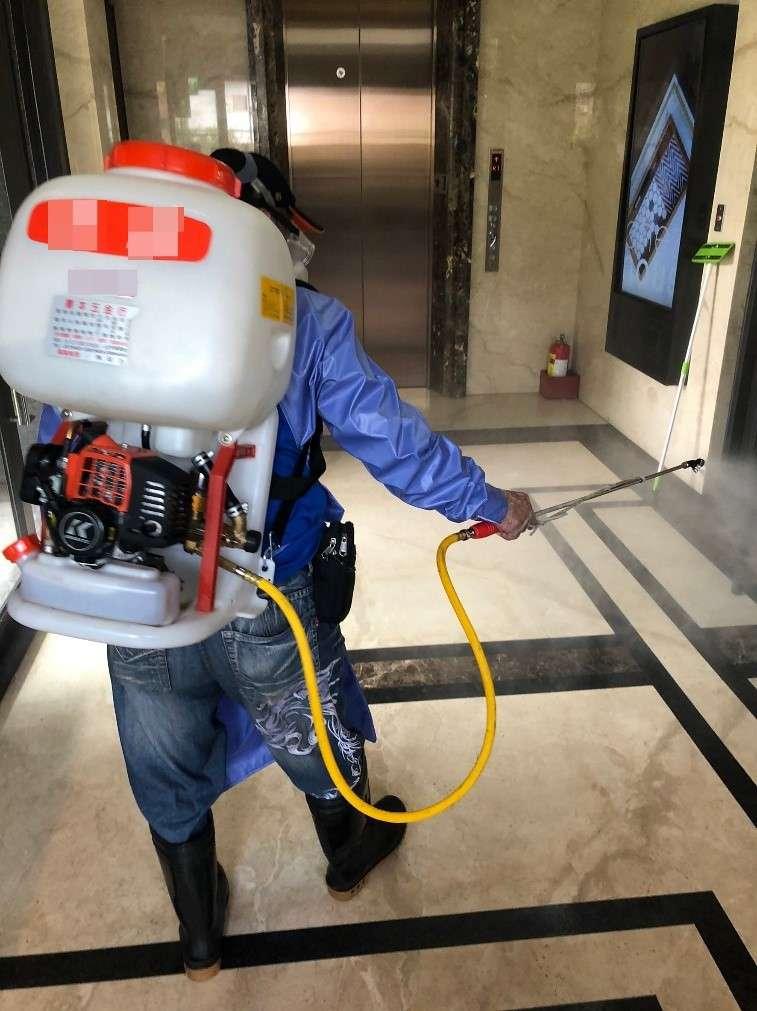 防疫旅館如有檢疫旅客疑似確診,需由專業廠商完成清潔消毒工作。(圖/台北市觀傳局提供)