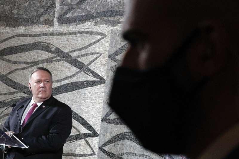 美國國務卿龐畢歐訪問義大利,呼籲教宗鼓起勇氣,對中國堅持立場。(AP)