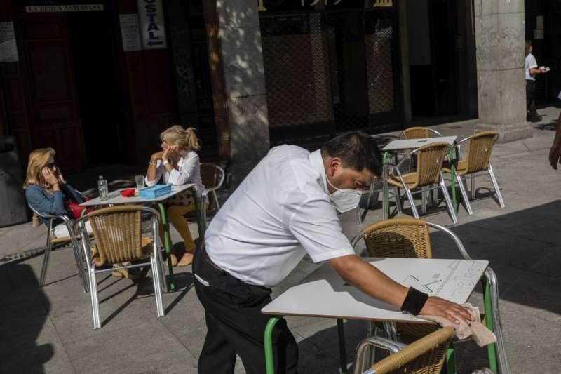 西班牙新冠疫情不斷攀升,中央政府試圖推行更嚴格的封城措施。(AP)
