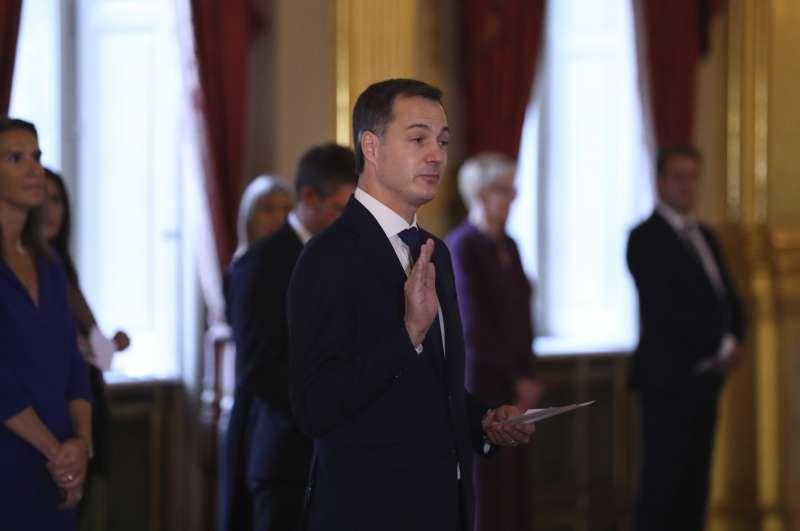 比利時新任總理德克勞宣誓就職,距離上次擁有正式政府相隔652天。(AP)