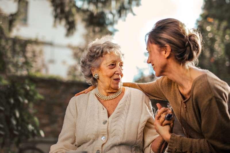 隨超高齡化社會的來臨,如何提升老年人生活品質的議題,更受到重視。(圖/Andrea Piacquadio@Pexels)