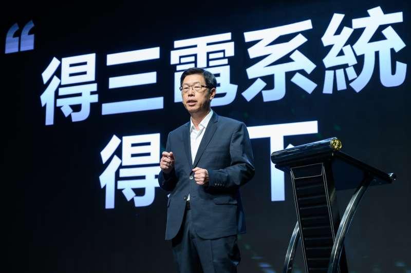 鴻海科技集團董事長劉揚偉於首屆「鴻海科技日」(HHTD),對外發表命名為MIH的 EV軟硬體開放平台與關鍵零組件等相關技術,宣告集團已經準備好正式進軍電動車領域。(鴻海提供)