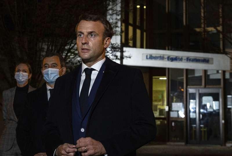 法國教師遭當街斬首,總統馬克宏將矛頭指向「伊斯蘭恐怖份子」。(AP)