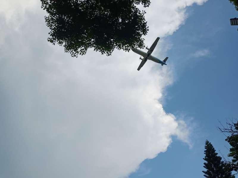 小時候在眷村裡看見飛機經過的景象,使小琳印象深刻(圖片提供 / 榮民榮眷基金會)