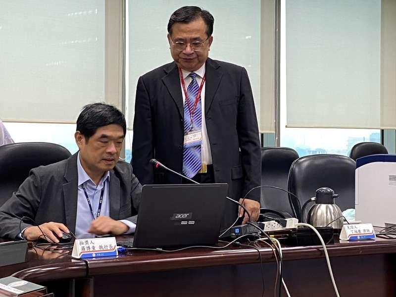 活動抽獎作業於本月15日在律師見證下,由台灣中油油品行銷事業部執行長羅博童抽出頭獎光陽機車(100組)等獎項。(台灣中油提供)