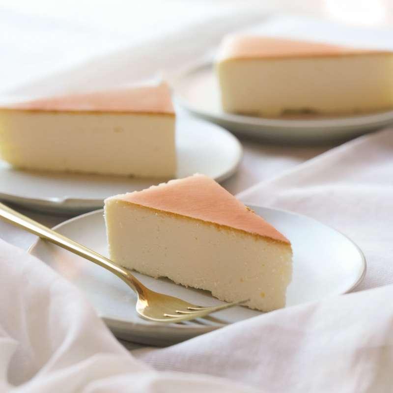 外型和口感都相當綿密的經典乳酪蛋糕。(圖/日出)