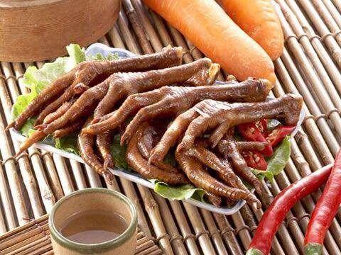 雞爪凍能做到出名的店很少,東海蓮心已經是代名詞,燉到連骨頭都可以吃的境界就是好吃!(圖/新蓮心廣場東海雞爪凍臉書)