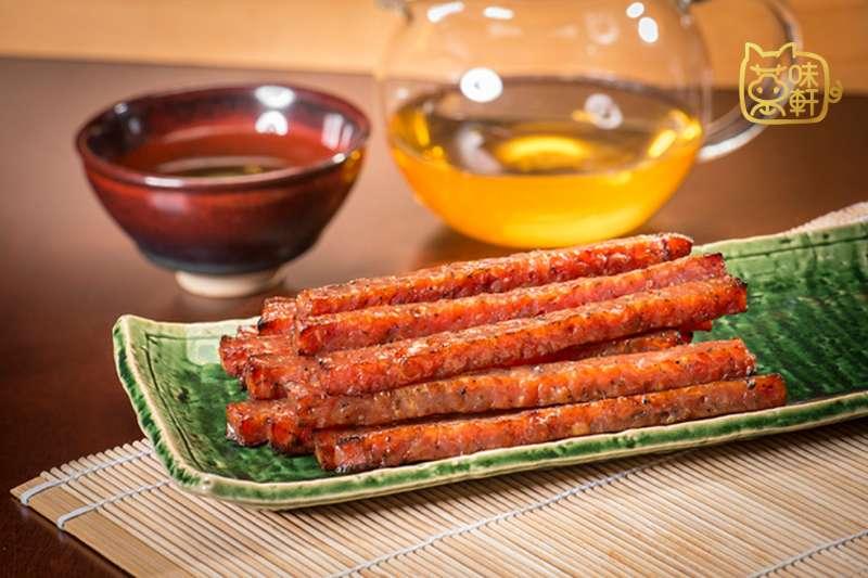 中華直棒命名詼諧又直觀,銷量超夯,肉條個別包裝,吃起來不沾手。(圖/萬味軒)