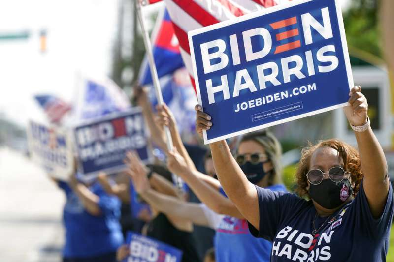 佛羅里達州的拜登支持者。(美聯社)