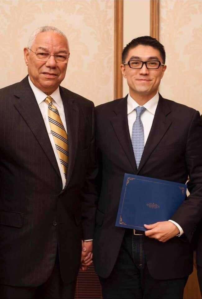20201022-國民黨前立委謝國樑(左)與美國前國務卿鮑威爾(Colin Powell)(右)。(取自謝國樑臉書)