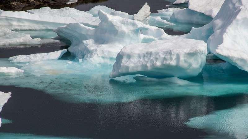 拉普捷夫海沿岸海水結冰,春天時隨者海冰融化向西漂流至格陵蘭及挪威斯瓦爾巴群島間的弗拉姆海峽。(by Taken@pixabay)