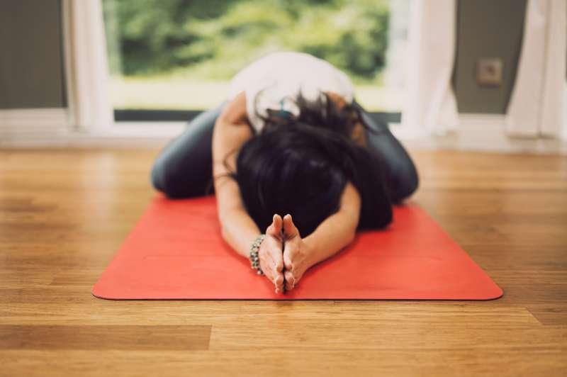 買對運動用品,在家也能輕鬆健身。(示意圖/取自Unsplash)