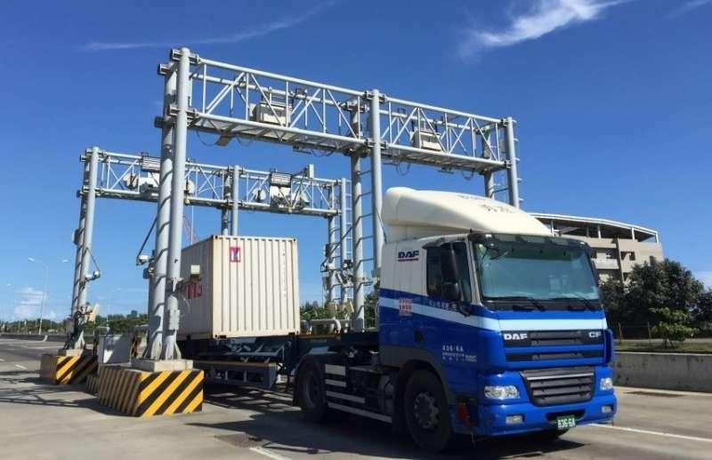 國際商港港區自動化門哨系統-自動化車道門架。(圖/臺灣港務公司提供)