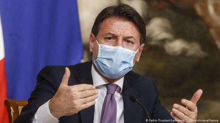總理孔蒂希望人們對預防病毒的嚴格要求給予理解。(德國之聲)