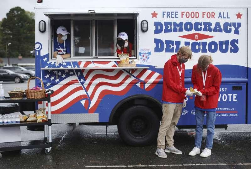 2020美國大選。美國青年的公民參政意願高漲,投票率可望創下新高。(AP)