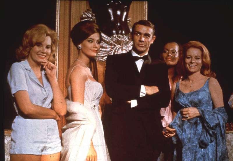 蘇格蘭名演員、好萊塢影帝史恩康納萊(Sean Connery),攝於007電影《霹靂彈》(Thunderball)宣傳時期(AP)