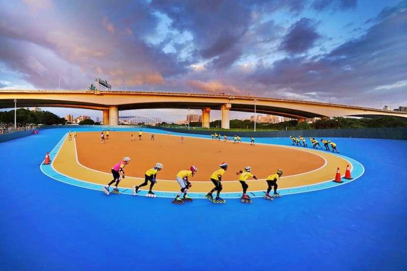 新莊河濱近期完成整建之競速溜冰場。(圖/新北市水利局提供)
