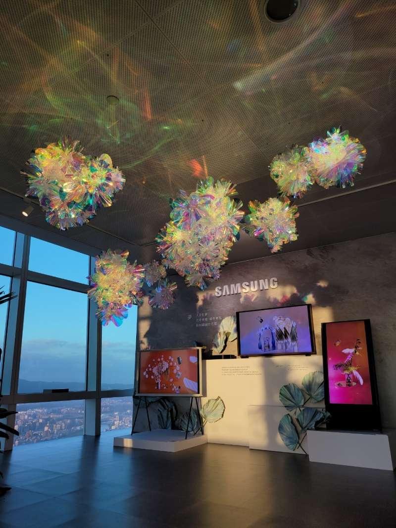 全球5G智慧型手機領導品牌三星攜手台北101觀景台,於觀景台89樓舉辦「三星星視野」高空藝術展覽暨品牌體驗活動。(圖/台灣三星提供)