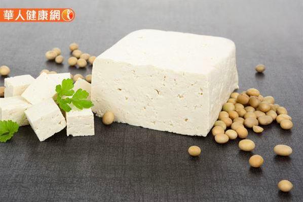 根據台灣國民營養健康狀況變遷調查結果顯示,黃豆製品攝取頻率跟尿酸呈現負相關。(圖/截自華人健康網)