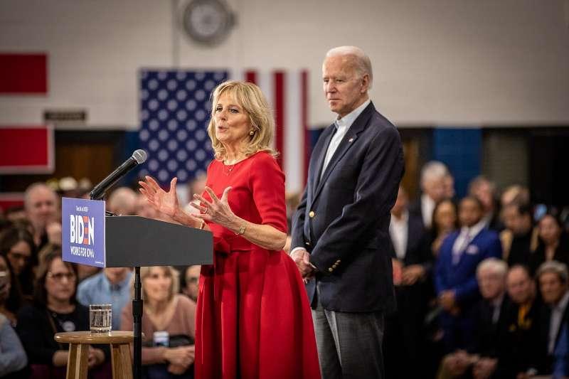拜登角逐黨內初選、競選總統期間,妻子吉兒一路賣力助選。(Phil Roeder@Wikipedia/CC BY 2.0)